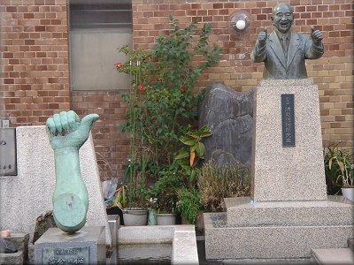 浪越徳次郎銅像